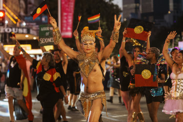 An attempt to ban the Liberal Party and police from Sydney's gay and lesbian Mardi Gras has attracted controversy.