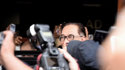 Anwar walks free from prison and into political limelight