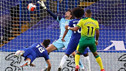 Chelsea tightened their grip on a Champions League spot as Olivier Giroud's header gave them a 1-0 win over relegated Norwich.