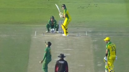 Australia opens T20 World Cup with thrilling win