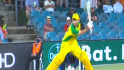 Glenn Maxwell produced an astonishing switch-hit but Australia were beaten by India in the third ODI.
