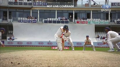 Aussies suffer early double blow