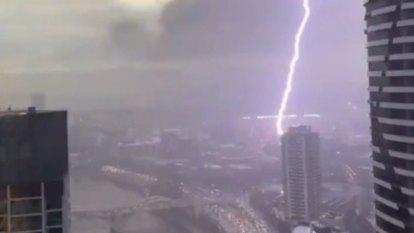 Heavy storm batters Brisbane