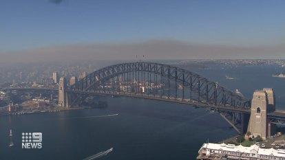 Heavy cloud of smoke blankets Sydney