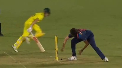 Aussies clinch epic final-ball win over India