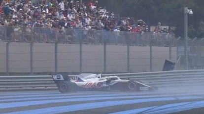 Schumacher crashes in French GP qualifying