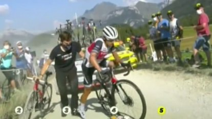 Aussie cyclist Richie Porte punctures tyre at the Tour de France.
