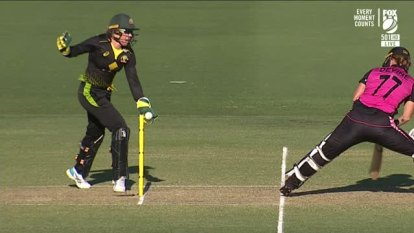 Australia claimed the opening victory against New Zealand as the held on for a 17 run victory.