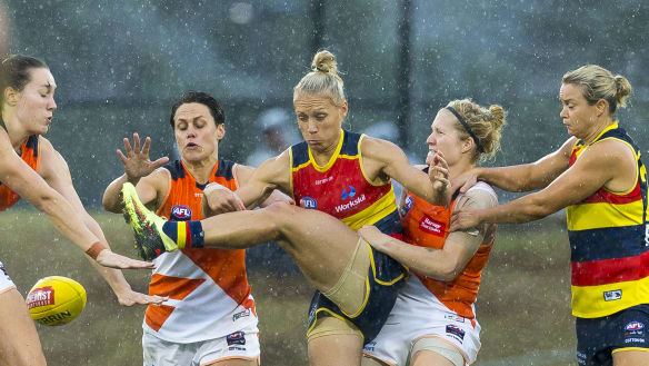 Crows, Giants battle to draw in AFLW thriller