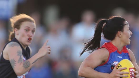 Brooke Lochland kicks record seven goals as Bulldogs thrash Carlton