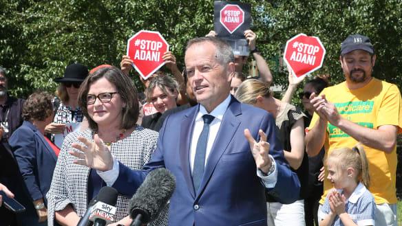 Stopping Adani mine would pose no 'sovereign risk' to Australia, says economist Saul Eslake
