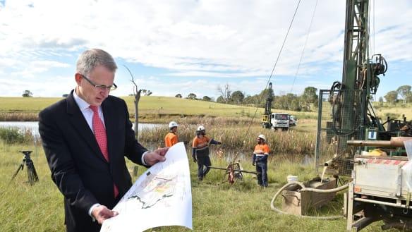Andrews hoarding billions in road, rail money, says Canberra