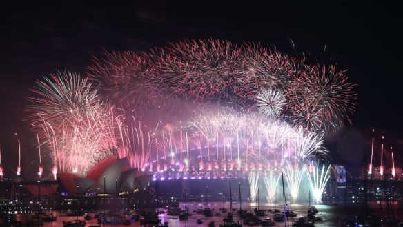 Sydneysiders Farewell 2018 As Harbour City Puts On A Show