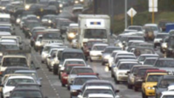 Mitchell Freeway at a crawl after crash near Perth CBD