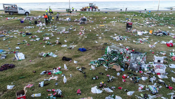 Port Phillip Council rejects extending alcohol ban at St Kilda beach in peak season