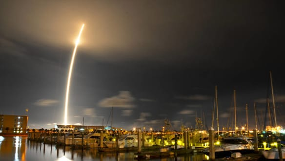 SpaceX gets OK for satellite internet plan