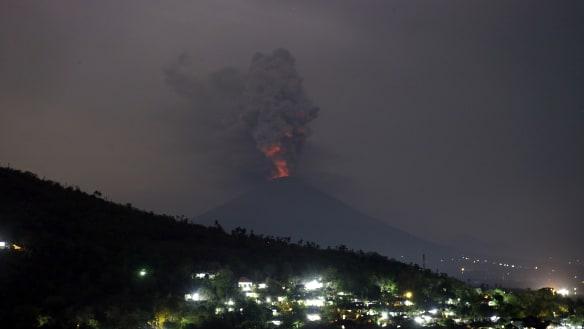 Flights between Australia and Bali disrupted after Mount Agung eruption