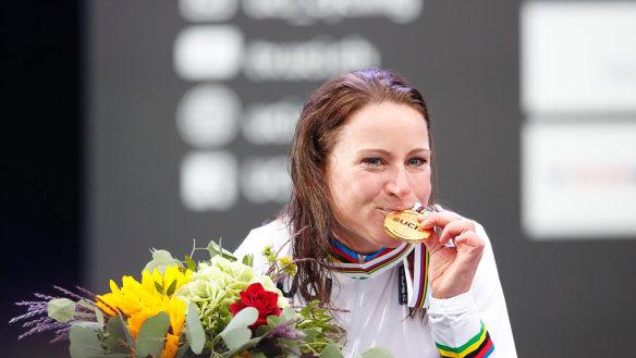 Annemiek van Vleuten wins world time trial title, a year after breaking her back