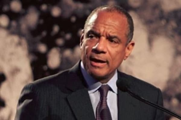 American Express CEO Kenneth Chenault steps down, Stephen