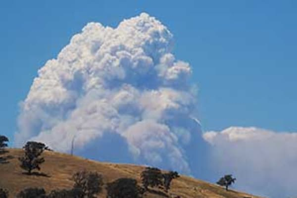 Emergency Warnings Issued As Victorian Bushfires Escalate