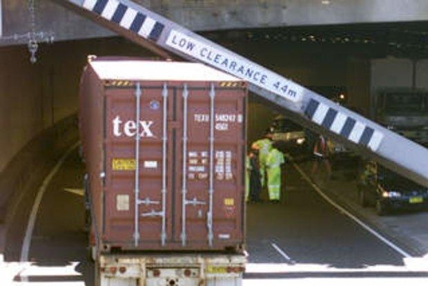 Stuck trucks: new measures to punish operators