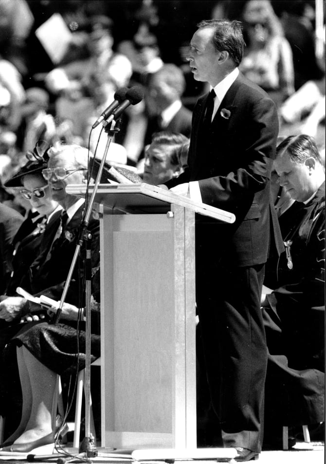 Former Prime Minister Paul Keating delivers his speech at the funeral service and entombment of the unknown Australia soldier.