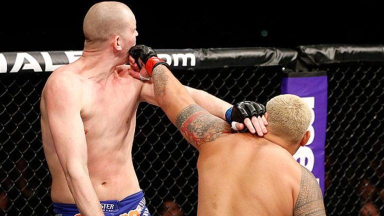 Hunt's UFC fairytale continues with brutal KO victory over seven-foot  Dutchman