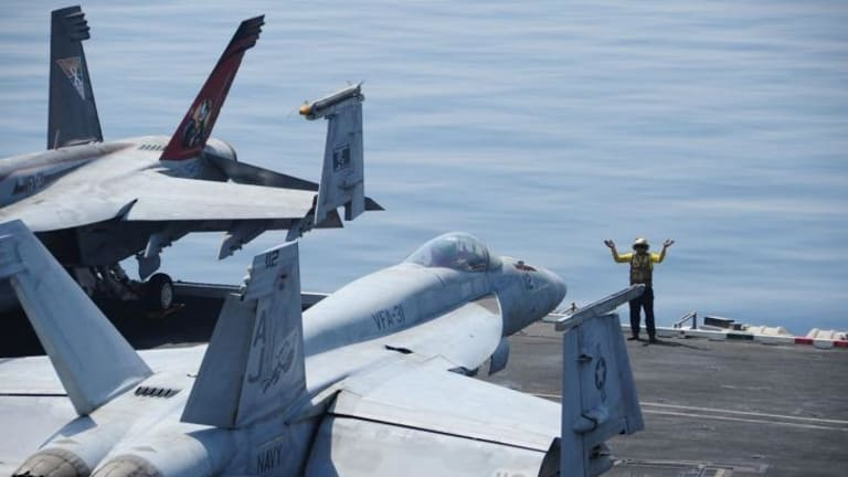 Super Hornets like the ones Australia is set to deploy for use over Iraq.