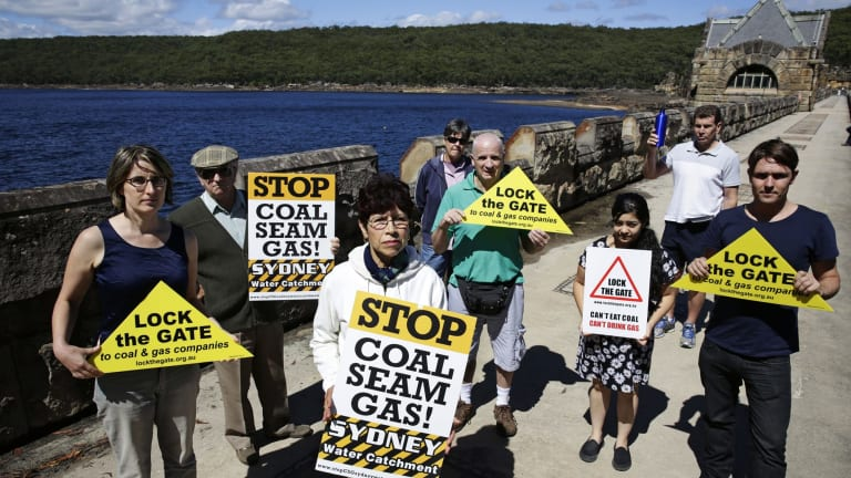 Anti-CSG protesters at Cataract Dam.
