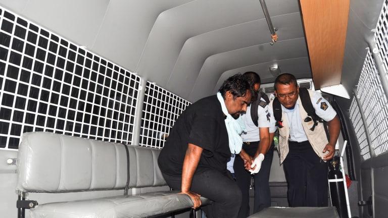 Pakistani death row prisoner Zulfiqar Ali being transferred to Nusakambangan.