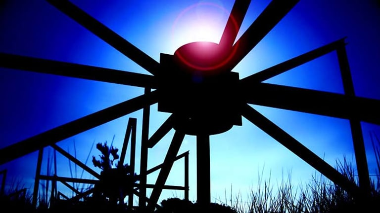 Eye on the sun: The Murchison Widefield Array radio telescope.