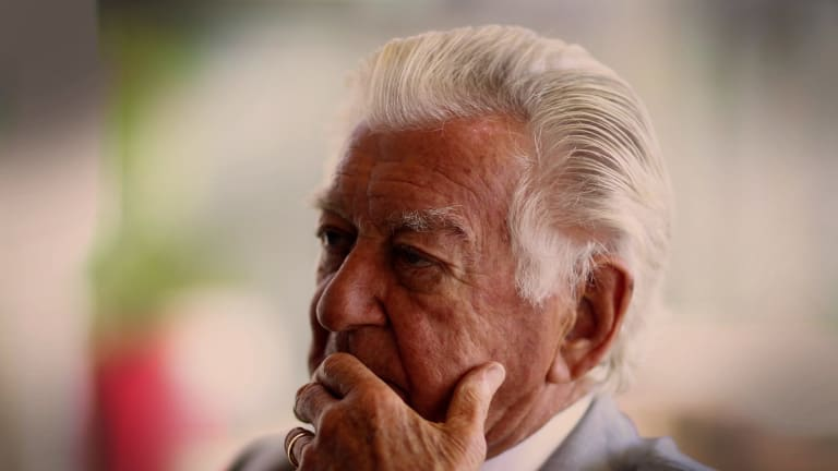 Former prime minister Bob Hawke has revealed he supports voluntary euthanasia.