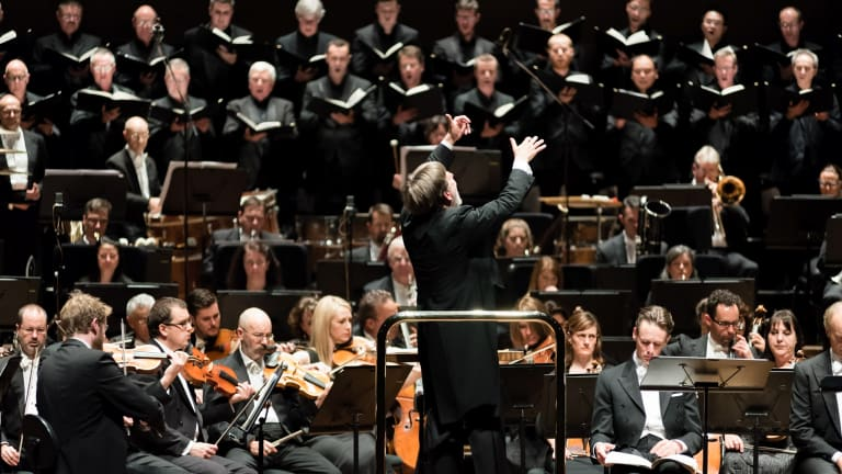 Sir Andrew Davis leads the Melbourne Symphony Orchestra.