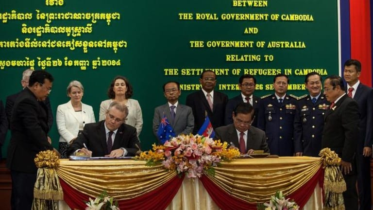 Immigration Minister Scott Morrison and Cambodian Interior Minister Sar Kheng sign the agreement.