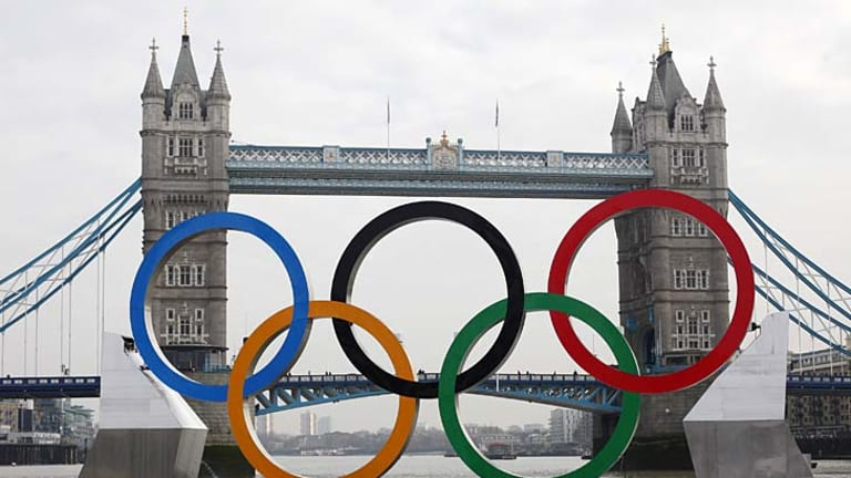 Olympic rings, mounted on a barge, are positioned in front of Tower Bridge on the River Thames in London February 28, 2012.  REUTERS/Andrew Winning    (BRITAIN - Tags: ENTERTAINMENT CITYSPACE SOCIETY SPORT OLYMPICS)