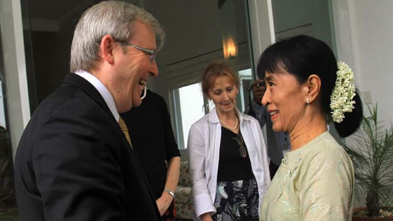 Foreign Affairs Minister Kevin Rudd meets with Burma democracy icon Aung San Su Kyi.