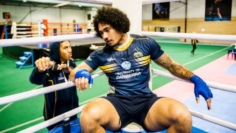 Joe Tomane has re-signed with the ACT Brumbies for two years.