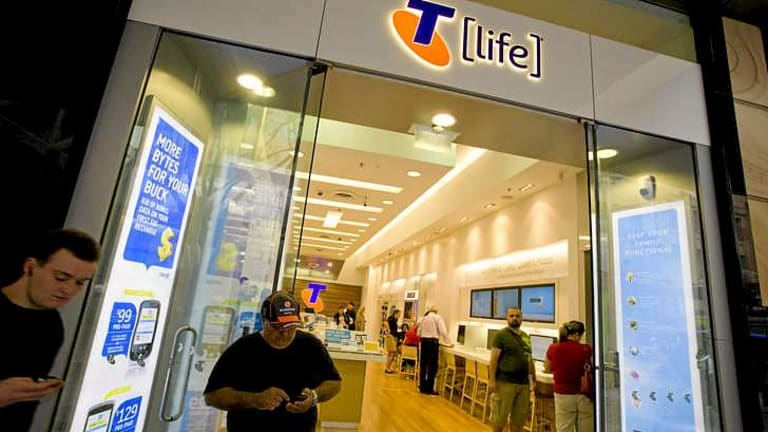Telstra is offering resellers cash bonuses if they improve customer service.