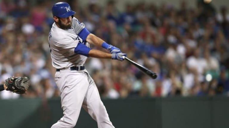 Scott Van Slyke hits a two-run home run.