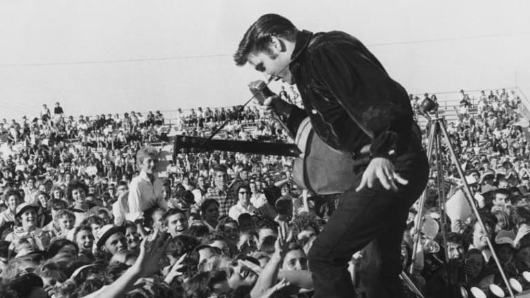 Elvis Presley stars in the story of Sam Phillips, the founder of Sun Studio and Sun Records.