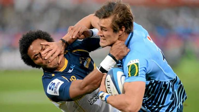 JJ Engelbrecht shrugs off Henry Speight to score the only try for the Bulls.