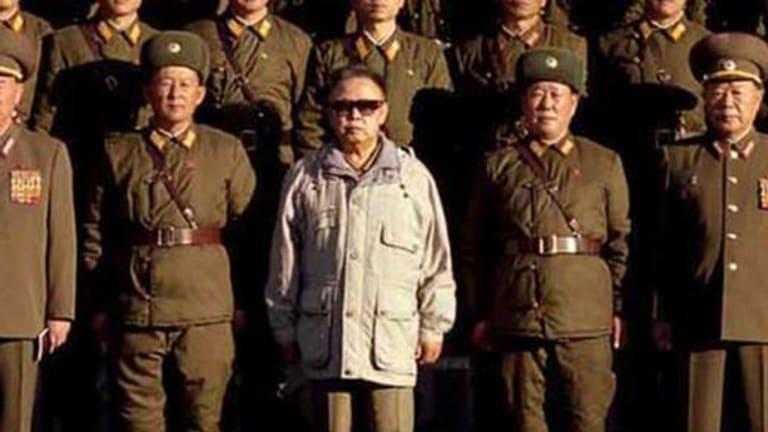 North Korean leader Kim Jong il poses with soldiers.