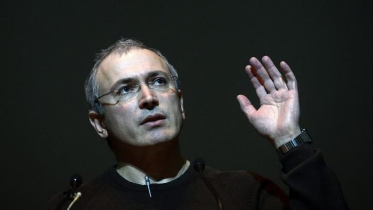 Mikhail Khodorkovsky, the recently freed former head of the Russian oil company Yukos, has called on the West to provide financial aid to Ukraine.
