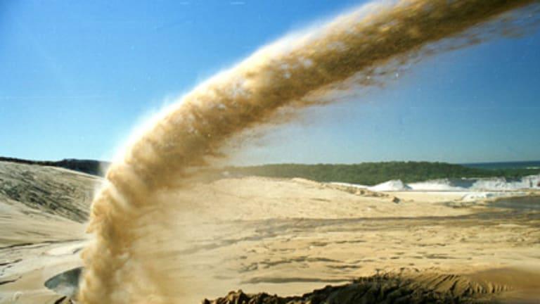 The plan to shut down sand mining on Stradbroke Island has drawn strong criticism.