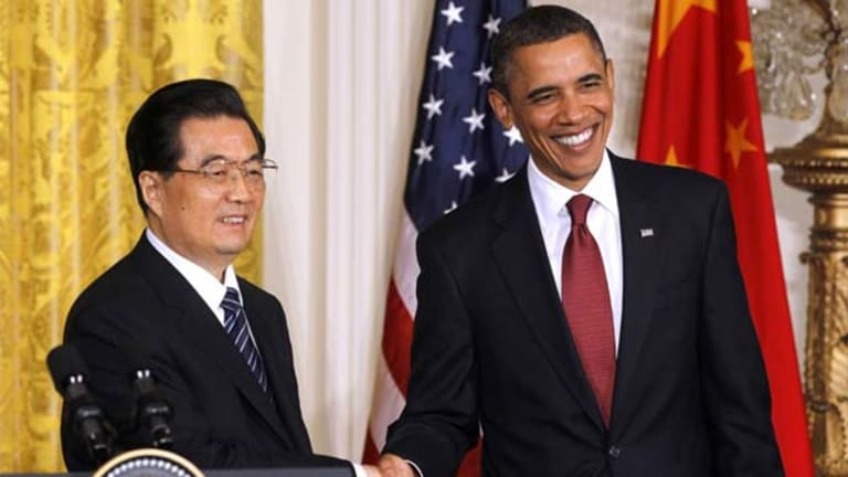 US President Barack Obama, right, and Chinese President Hu Jintao shake hands at the conclusion of their joint news conference.