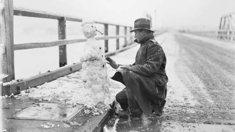Famous Mildenhall photo of Canberra snowman, 1929. Courtesy of the National Archives of Australia.
