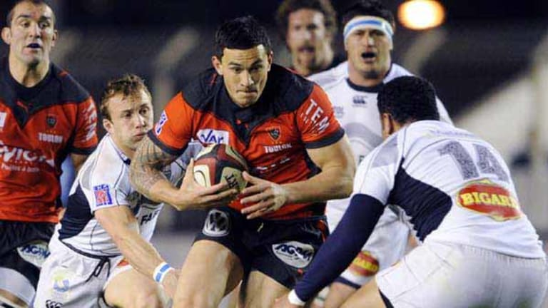 In demand ... Toulon's Sonny Bill Williams attacks against Castres.
