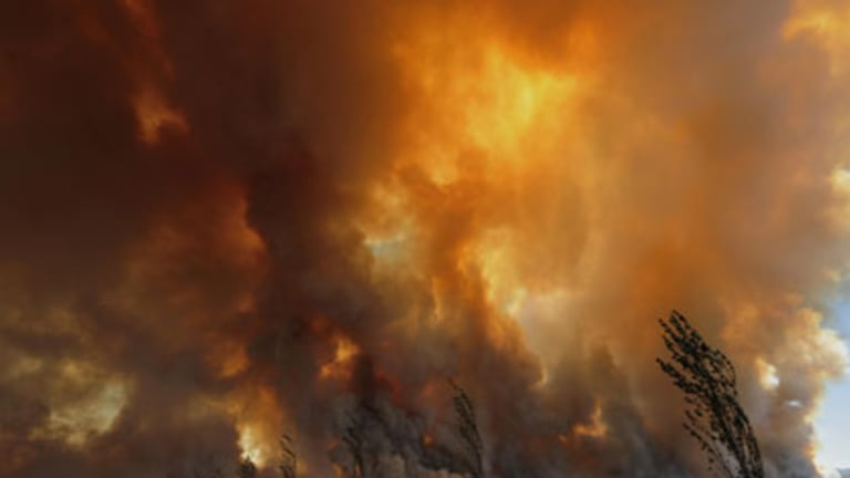A bushfire rages out of control from the Bunyip State Park towards the townships of Labortouche and Tonimbuk.