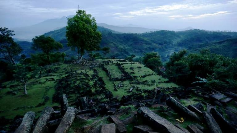 Gunung Padang: Professionals agree that this ancient site discovered by Dutch colonialists is old but sceptics fear the presidential taskforce is deluding itself.