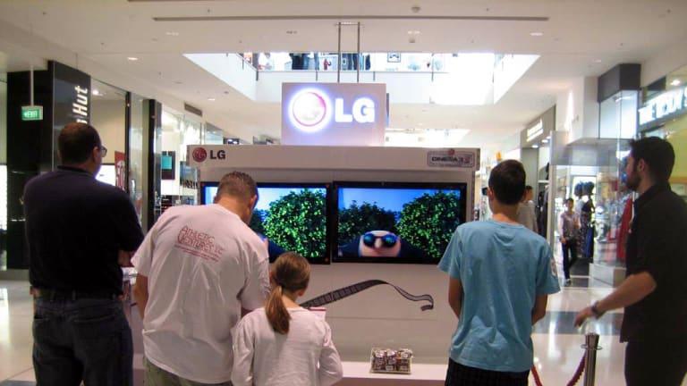 Westfield shoppers take LG's Cinema 3D Challenge.